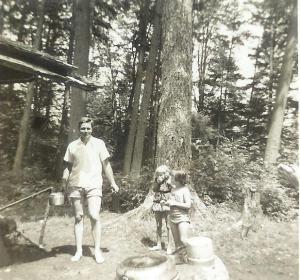 Dad (cute legs), me, Sandy